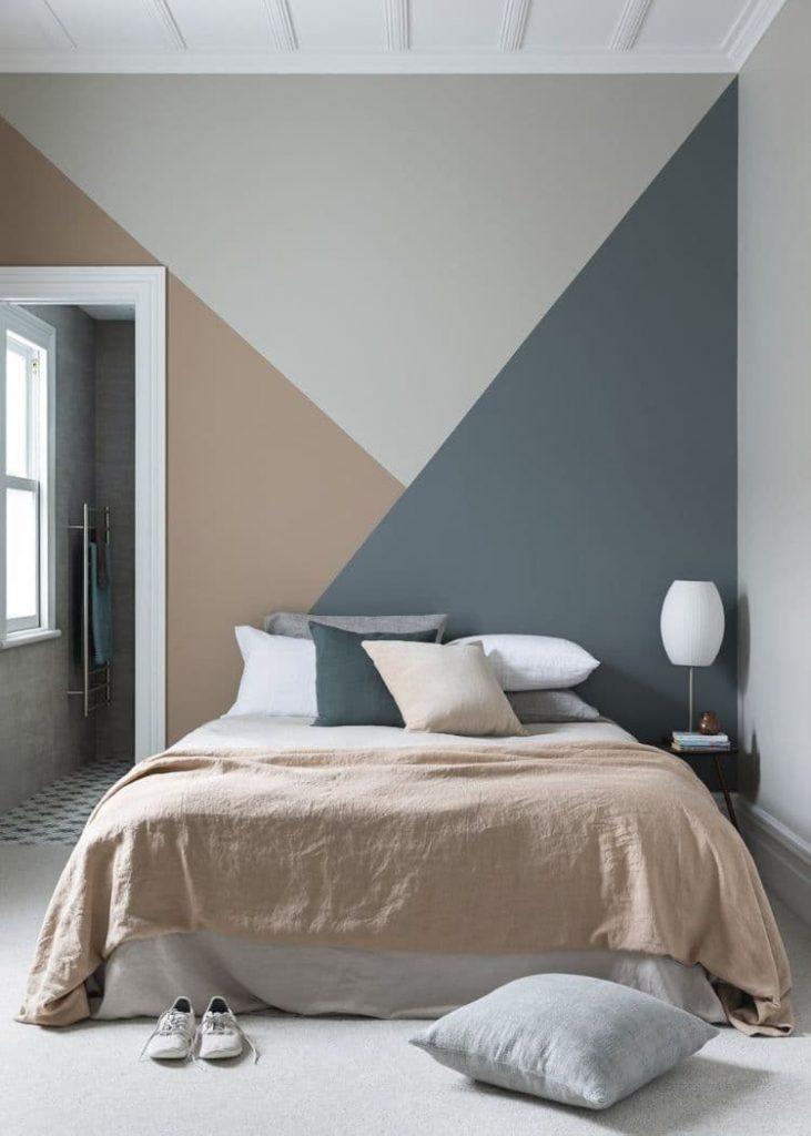 Disposer 3 triangles de couleurs dans la chambre