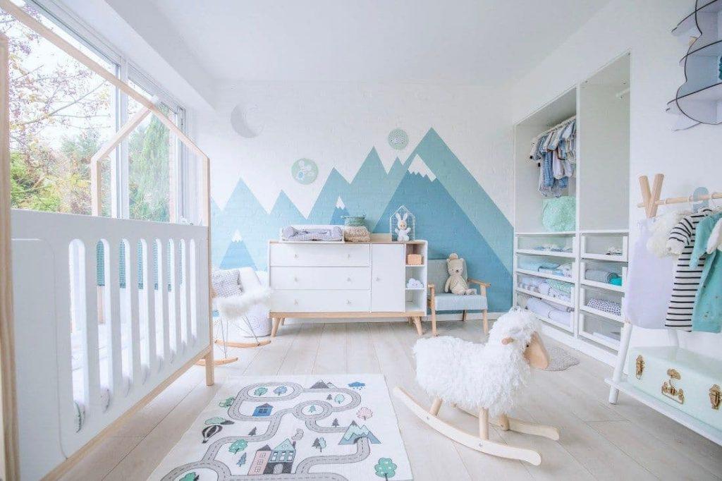 Peinture triangle chambre d'enfant